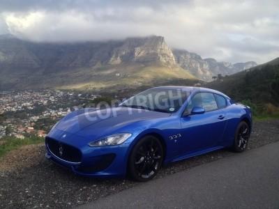 Fotomural Maserati azul con Table Mountain en el fondo