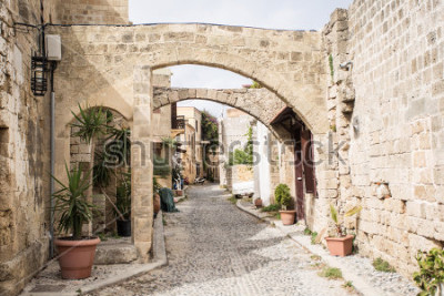 Fotomural Medieval arched street in the old town of Rhodes, Greece