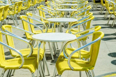 Fotomural Mesas vacías de café de la calle