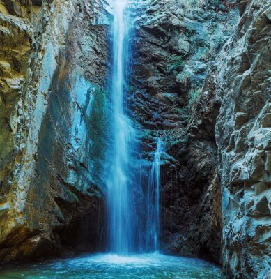 Fotomural Millomeris Cascada en Rock Cave, montañas de Troodos