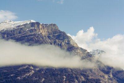 Fotomural Montaña de la gruta cubierta de nieve