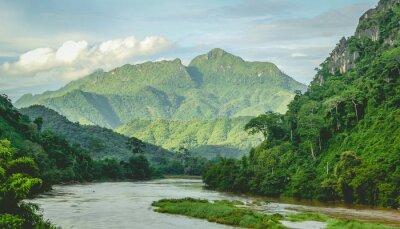 Fotomural Montañas Río selva tropical en el norte de Laos