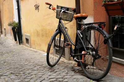 Fotomural Moto clásica Negro en una calle romana