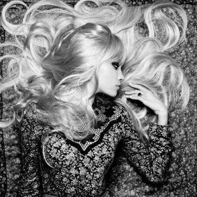 Fotomural Mujer hermosa con el pelo magnífico