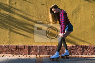 Fotomural Mujer joven en patines de ruedas