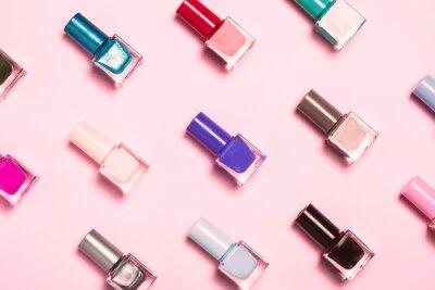 Fotomural Nail polish bottles pattern background. Close up.