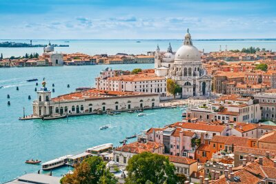 Fotomural Paisaje urbano aérea panorámica de Venecia con la iglesia de Santa Maria della Salute, Véneto, Italia