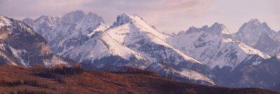 Fotomural Panorama de las montañas cubiertas de nieve de Tatra en la primavera, el sur de Polonia