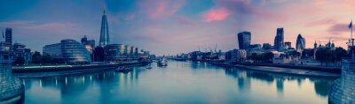 Fotomural Panoramic view on London and Thames at twilight, from Tower Brid