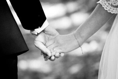 Fotomural Pareja casada joven de la mano