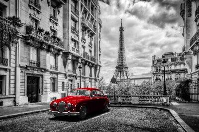 Fotomural París artística, Francia. Torre Eiffel visto desde la calle con el coche de limusina retro rojo.