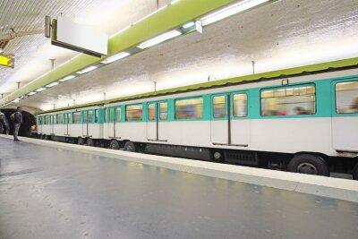 Fotomural París, Francia, 12 de febrero de 2016: tren de metro en París, Francia. Metro es el transporte muy popular en París