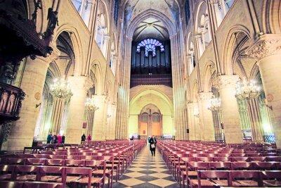 Fotomural París, Francia, 6 de febrero de 2016: interior de Notre Dame de Paris, uno de los simbolos de París