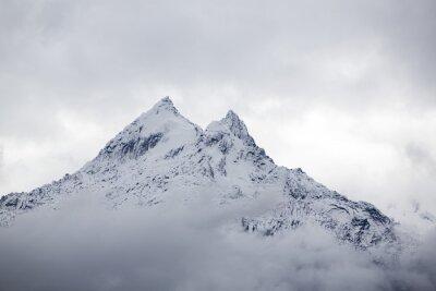 Fotomural Pico de montaña cubierto de nieve en la Cordillera Blanca, Perú