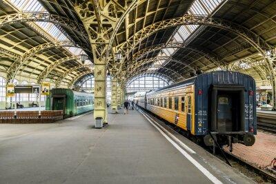 Fotomural Plataformas de tren en la estación de ferrocarril de Vitebsk.Saint-Petersburg.