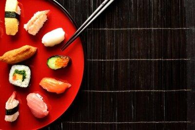 Fotomural Plato de sushi mixto con palillos