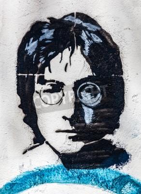 Fotomural PRAGA, REPÚBLICA CHECA - 29 DE ABRIL DE 2016: John Lennon Wall, retrato. El muro se ha llenado de graffiti inspirado en Lennon y letras de las canciones de los Beatles desde 1980 como irritación del c