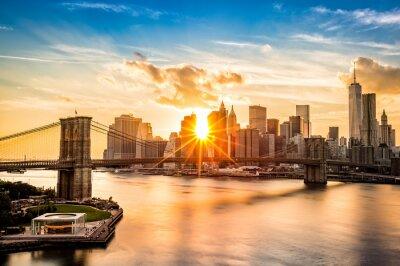 Fotomural Puente de Brooklyn y el Bajo Manhattan horizonte al atardecer