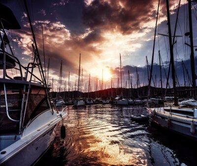 Fotomural Puerto de yates en puesta de sol espectacular