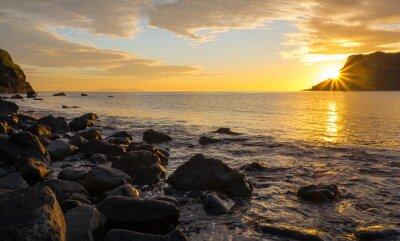 Fotomural Puesta de sol en la famosa isla de Skye en Escocia
