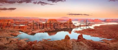Fotomural Puesta del sol de oro en el lago Powell, Utah, los EEUU