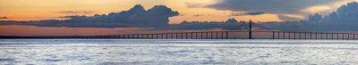 Fotomural Puesta del sol y Manaus Puente Iranduba sobre el Amazonas, Brasil