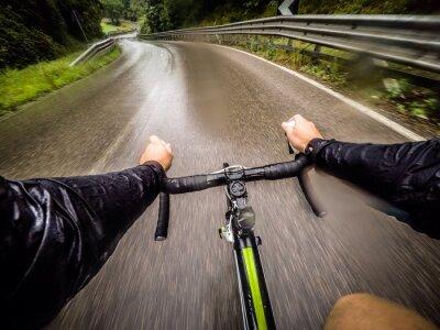 Fotomural ragazzo en bicicletta con la pioggia. pov punto de vista original
