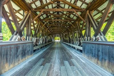 Fotomural Rowell Covered Bridge es un puente cubierto en Hopkinton, New Hampshire, que transporta Rowell Bridge Road sobre el río Contoocook. Es un puente de estilo truss largo.