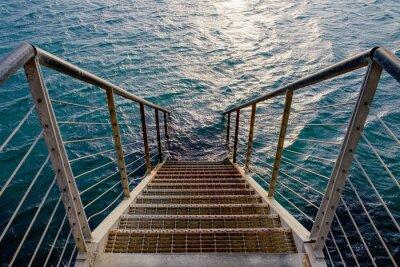Fotomural Rusty escalera al mar profundo