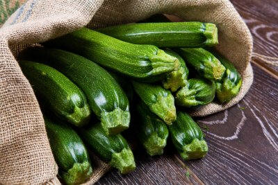 Fotomural Sacos de tela pieno di zucchine