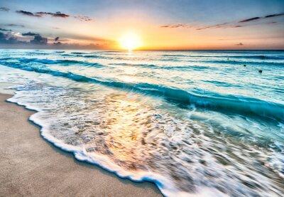 Fotomural Salida del sol sobre la playa en Cancún