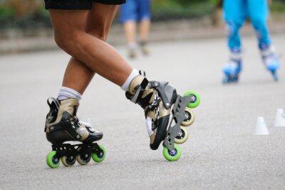Fotomural Skater de pie de pie por la formación, la acción del deporte.