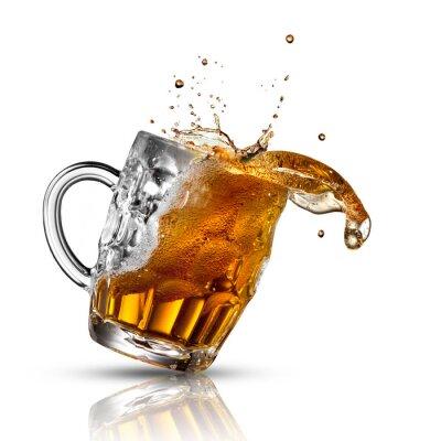 Fotomural Splash Cerveza en vidrio aislado en blanco