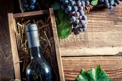 Fotomural Tasty vino tinto en caja de madera