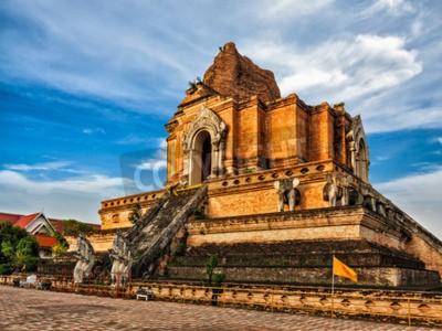 Fotomural Templo budista Wat Chedi Luang. Chiang Mai, Tailandia