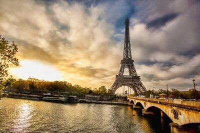 Fotomural Torre Eiffel con el barco en Sena en París, Francia