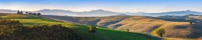Fotomural Toscana paisaje panorama al amanecer con una capilla de Madonna d