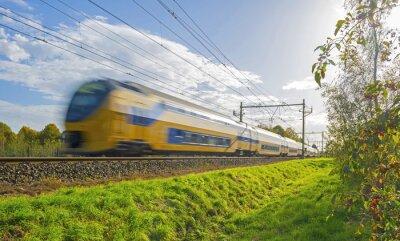 Fotomural Train driving towards the sun in autumn