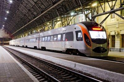 Fotomural Tren de alta velocidad en la estación de tren