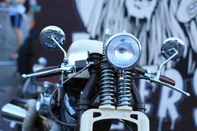 Fotomural Vieja motocicleta de la vendimia con acentos del cromo y un faro