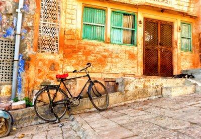 Fotomural Vista de la calle de los barrios antiguos en la ciudad de Jodhpur en la India