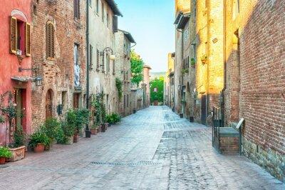 Fotomural Vista de la calle medieval en Certaldo, Italia.