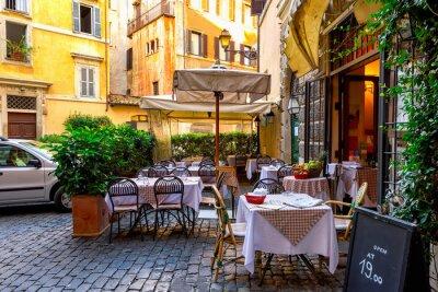Fotomural Vista de la vieja calle acogedora en Roma, Italia