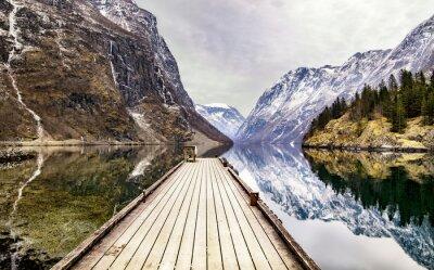 Fotomural Vista desde el pueblo de Gudvangen hacia el fiordo, Noruega