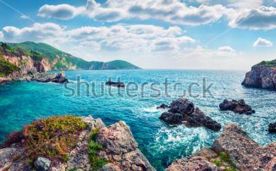 Fotomural Vista panorámica de la primavera de la playa de Limni Glyko. Fabuloso paisaje marino matutino del mar jónico. Escena al aire libre espléndida de la isla de Corfú, Grecia, Europa. Belleza del fondo del