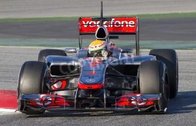 Fotomural BARCELONA - 21 de febrero: Lewis Hamilton de las carreras del equipo McLaren de F1 en la Fórmula Uno Días de Prueba Equipos en circuito de Catalunya el 21 de febrero de 2012 en Barcelona, España