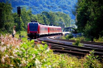 Fotomural Zug verlässt den Bahnhof, Abfahrt