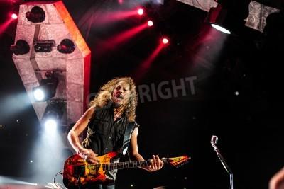 Póster 24 de abril 2010 - Moscú, Rusia - banda de rock estadounidense Metallica tocando en vivo en el estadio Olimpiysky.