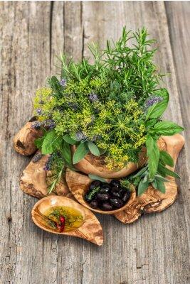 Póster Aceitunas, aceite, albahaca, eneldo, salvia, lavanda, menta. Hierbas y especias