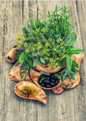 Póster Aceitunas, aceite, hierbas y especias. Estilo vintage tonificado